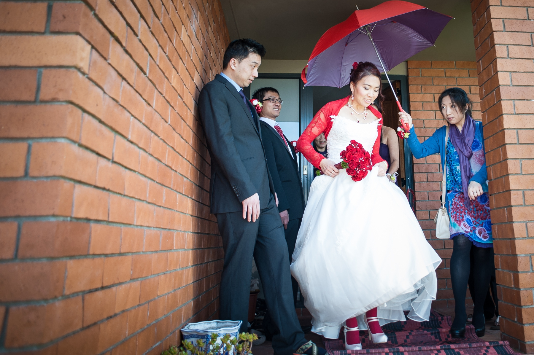 Chinese-wedding-tea-ceremony-by-Raduban-Photography